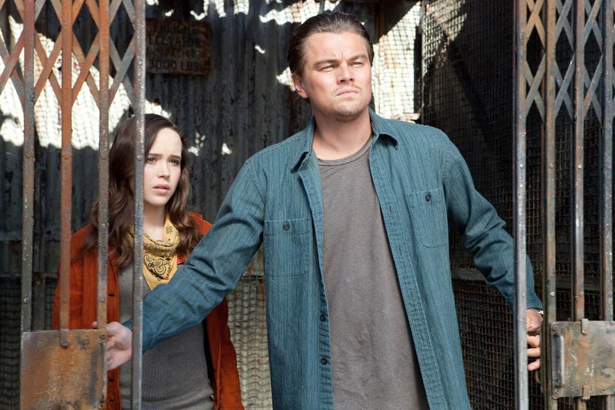 (L-r) ELLEN PAGE as Ariadne and LEONARDO DiCAPRIO as Cobb in Warner Bros. PicturesÕ and Legendary PicturesÕ sci-fi action film ÒINCEPTION,Ó a Warner Bros. Pictures release.