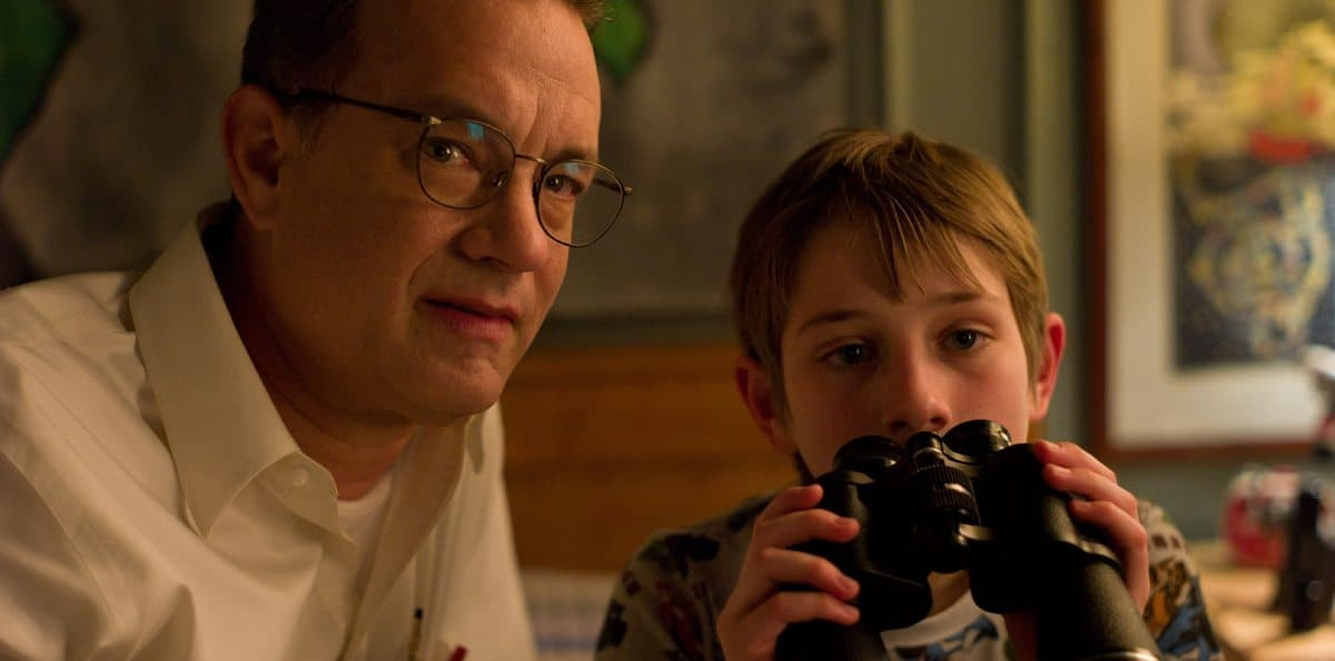 (L-r) TOM HANKS as Thomas Schell and THOMAS HORN as Oskar Schell in Warner Bros. PicturesÕ drama ÒEXTREMELY LOUD & INCREDIBLY CLOSE,Ó a Warner Bros. Pictures release.