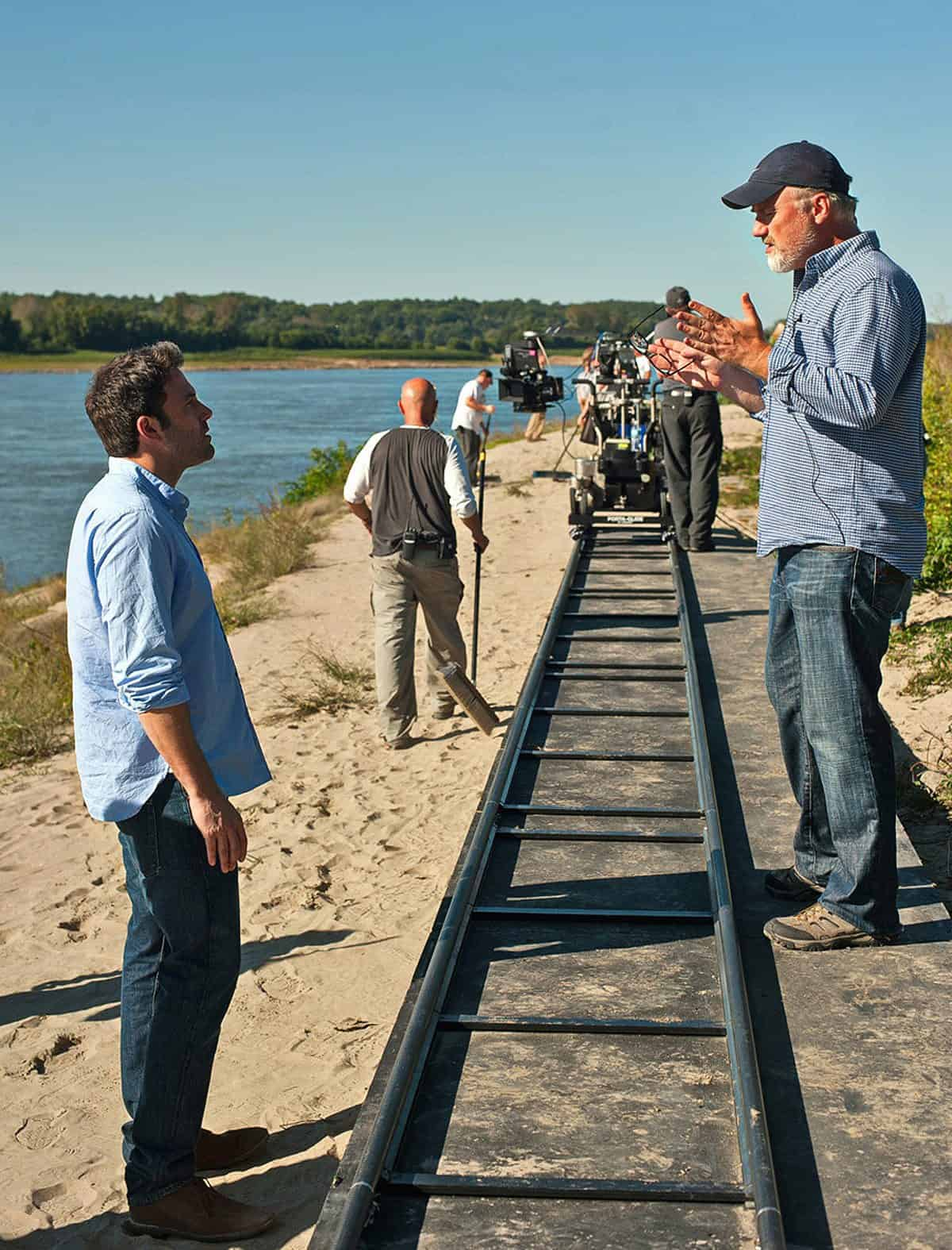 DF-02019_R - Ben Affleck rehearses a scene with director David Fincher on the set of GONE GIRL.