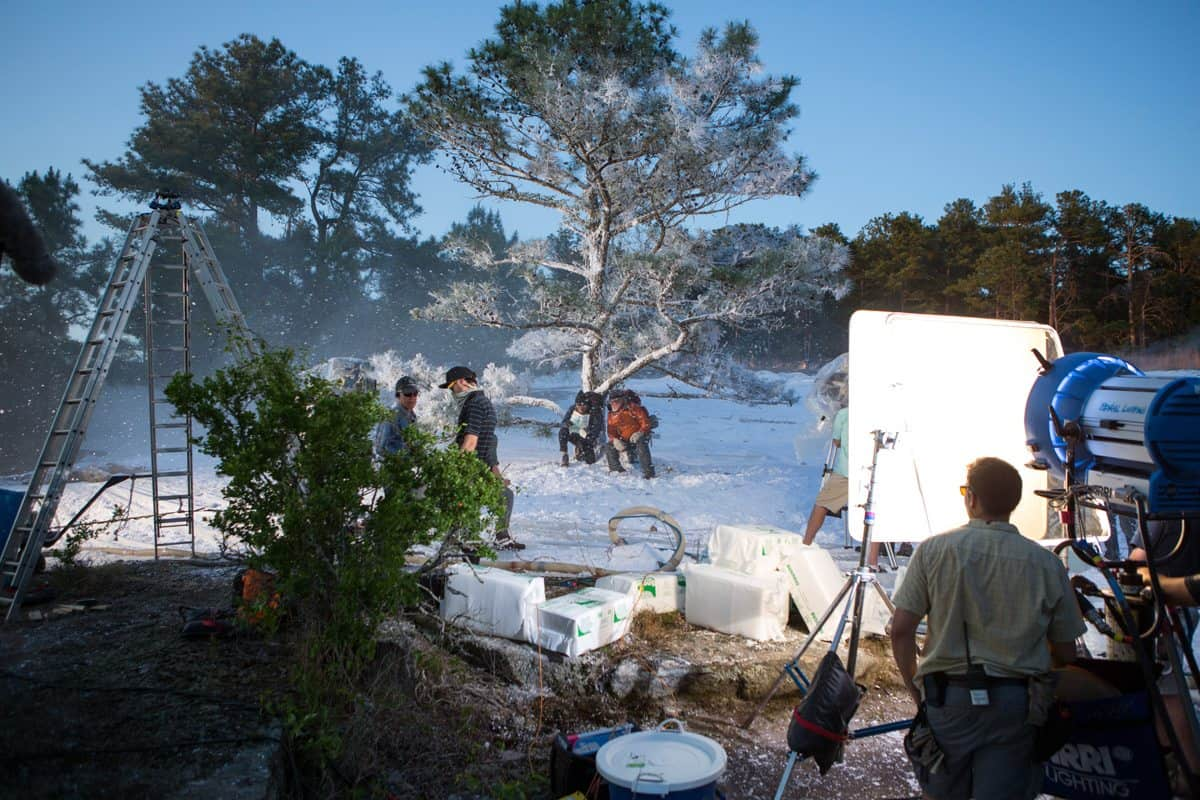 DF-01662 (l to r) Robert Redford and Nick Nolte filming a scene of Broad Green Pictures' upcoming release, A WALK IN THE WOODS. Credit: Frank Masi, SMPSP / Broad Green Pictures