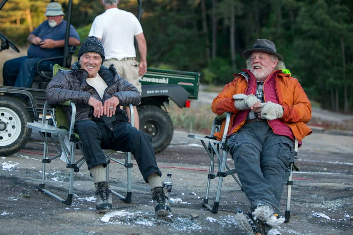 DF-03465_R_CROP (l to r) Robert Redford and Nick Nolte take a break during the filming of Broad Green Pictures' upcoming release, A WALK IN THE WOODS. Credit: Frank Masi, SMPSP / Broad Green Pictures