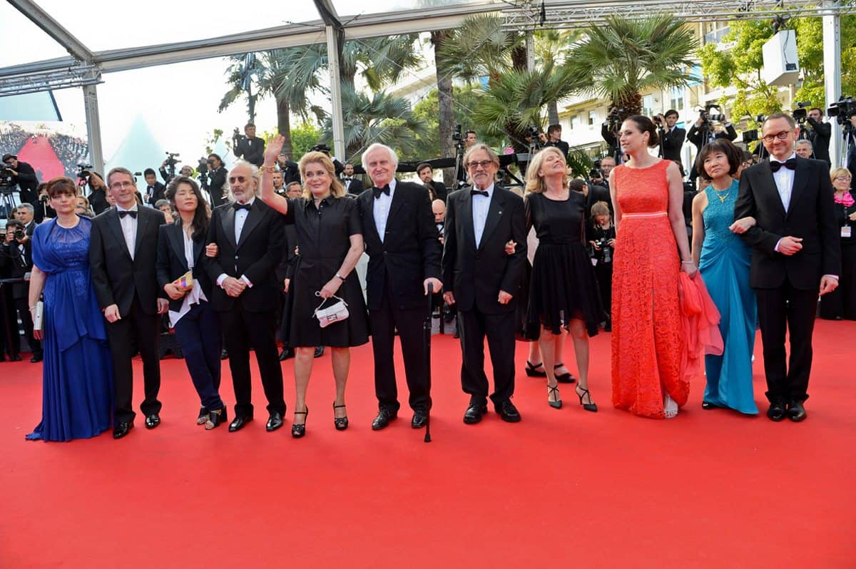 Red carpet tribute… (l-r) Linda & Pierre Andurand, Violaine Kyung Bourgeais, Jerry Schatzberg, Catherine Deneuve, John Boorman, Vilmos & Susan Zsigmond, Judit Romwalter, Siew Moï Tng and Dominique Rouchon at Angénieux's 2014 tribute to Vilmos Zsigmond in Cannes. Photo by Pauline Maillet.