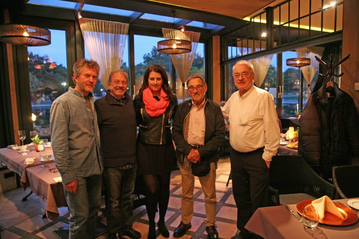 Friends… (l-r) Alexander Witt, John Bruno, Judit Romwalter, Vilmos Zsigmond and Dante Spinotti enjoy dinner together when <em>Hercules</em> was shooting in Budapest