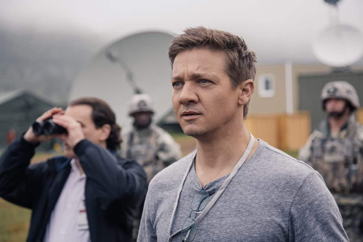 Jeremy Renner as Ian Donnelly in <em>Arrival</em>