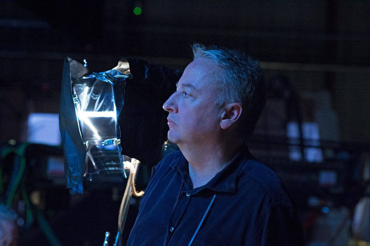 Cinematographer Seamus McGarvey on the set of <em>Life</em>