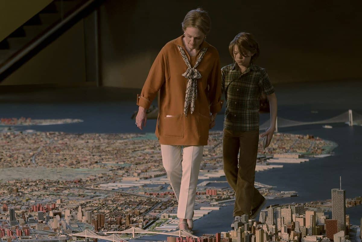Julianne Moore alongside co-star Okes Fegley in the 1970s scenes of <em>Wonderstruck</em>