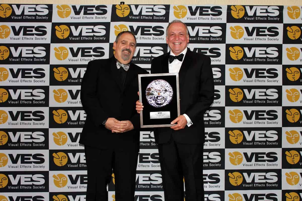 Joe Letteri (right) receives his accolade at the VES Awards. <br>Image: Visual Effects Society