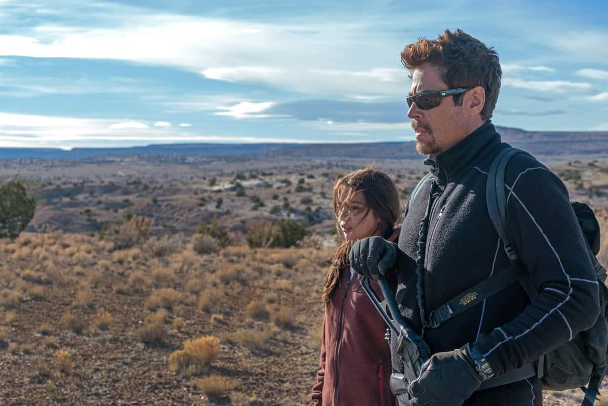 Benicio Del Toro and Isabela Moner