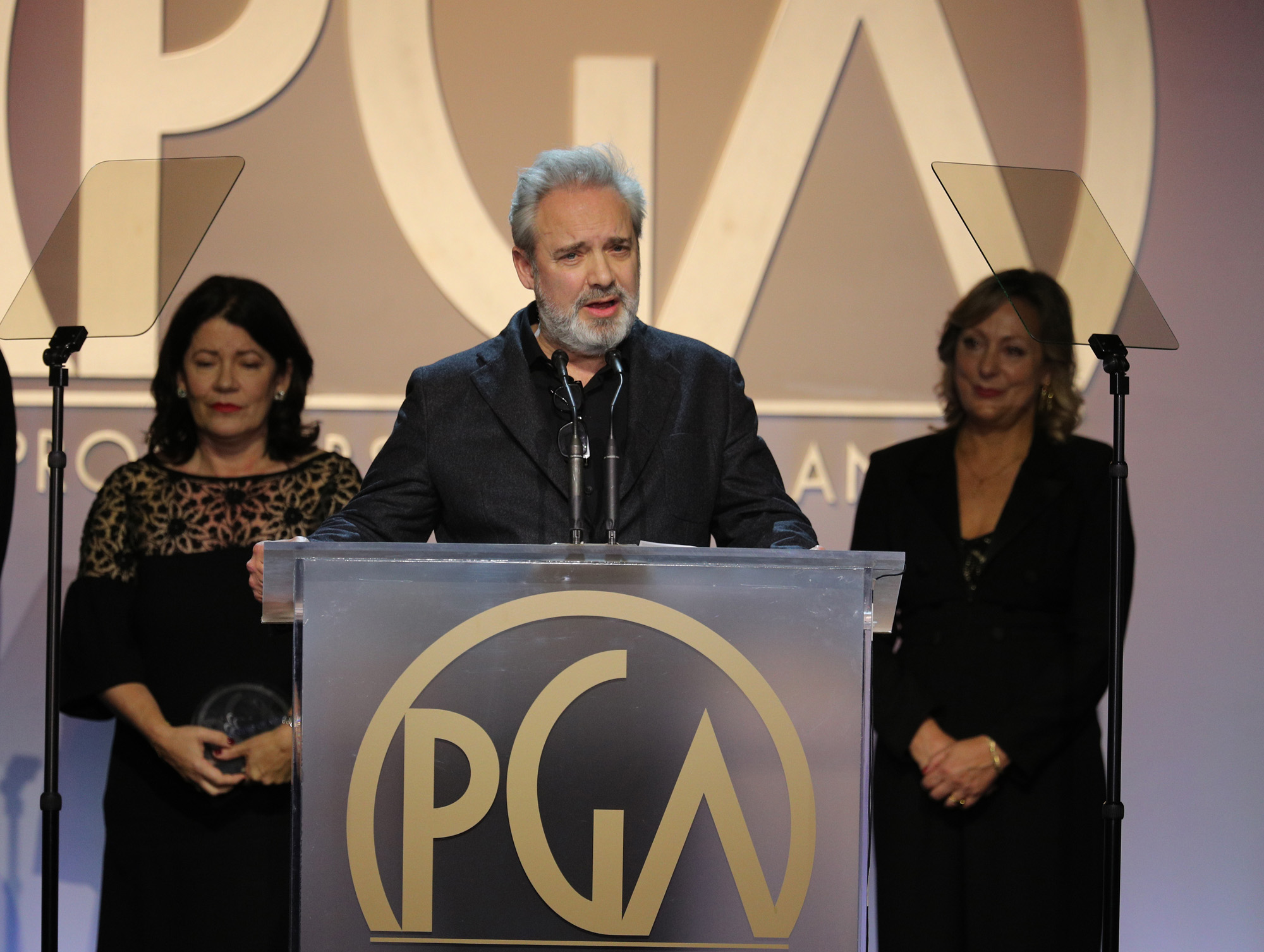 Sam Mendes accepts the Darryl F. Zanuck Award for outstanding producer of theatrical motion pictures at the 31st Annual Producers Guild Awards. Photo by John Salangsang/Invision