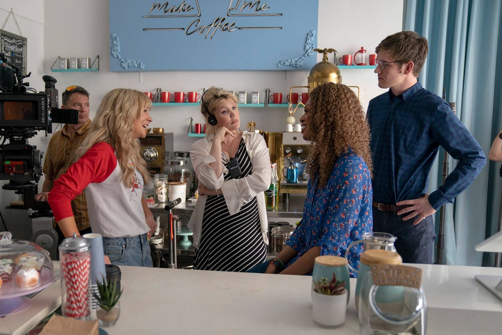 (L to R) Actor Carey Mulligan, writer / director Emerald Fennell, actor Laverne Cox, and actor Bo Burnham on the set of PROMSING YOUNG WOMAN, a Focus Features release. <br />Credit : Merie Weismiller Wallace / Focus Features