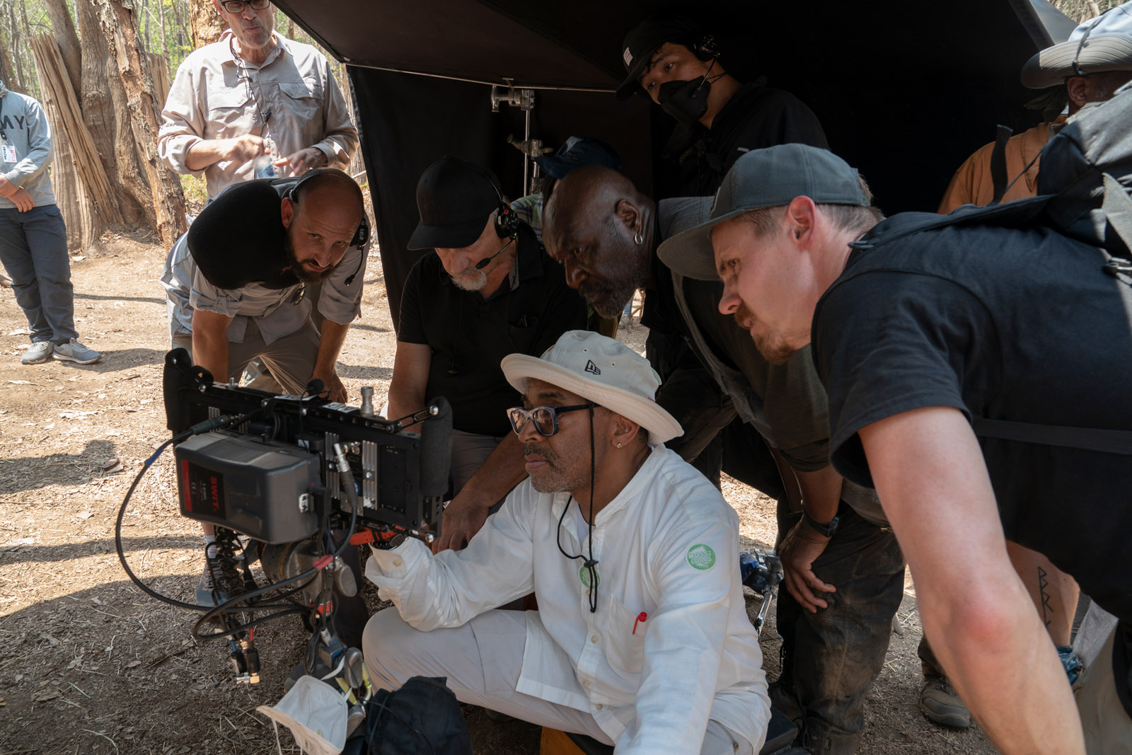 DA 5 BLOODS: (L to R) CINEMATOGRAPHER NEWTON THOMAS SIGEL, DIRECTOR SPIKE LEE, DELROY LINDO as PAUL and JASPER PÄÄKKÖNEN as TRAVIS of DA 5 BLOODS. Cr. DAVID LEE/NETFLIX © 2020