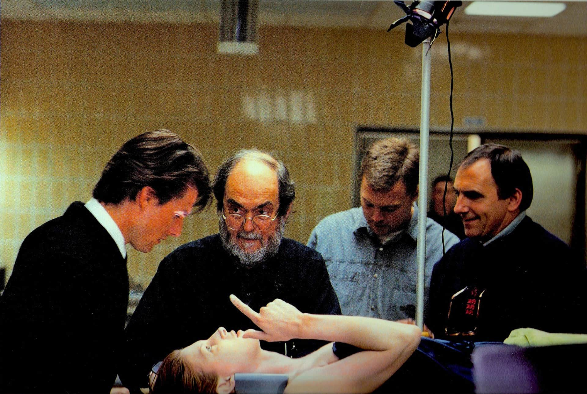<em>Eyes Wide Shut</em> (1999) (l-r) Tom Cruise; director Stanley Kubrick; focus puller Nick Penn and Larry Smith BSC holding the stand