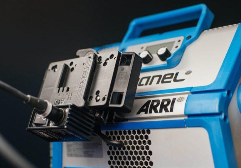 2021-2-arri-press-image-b-mount-24-v-battery-standard-skypanel[1]