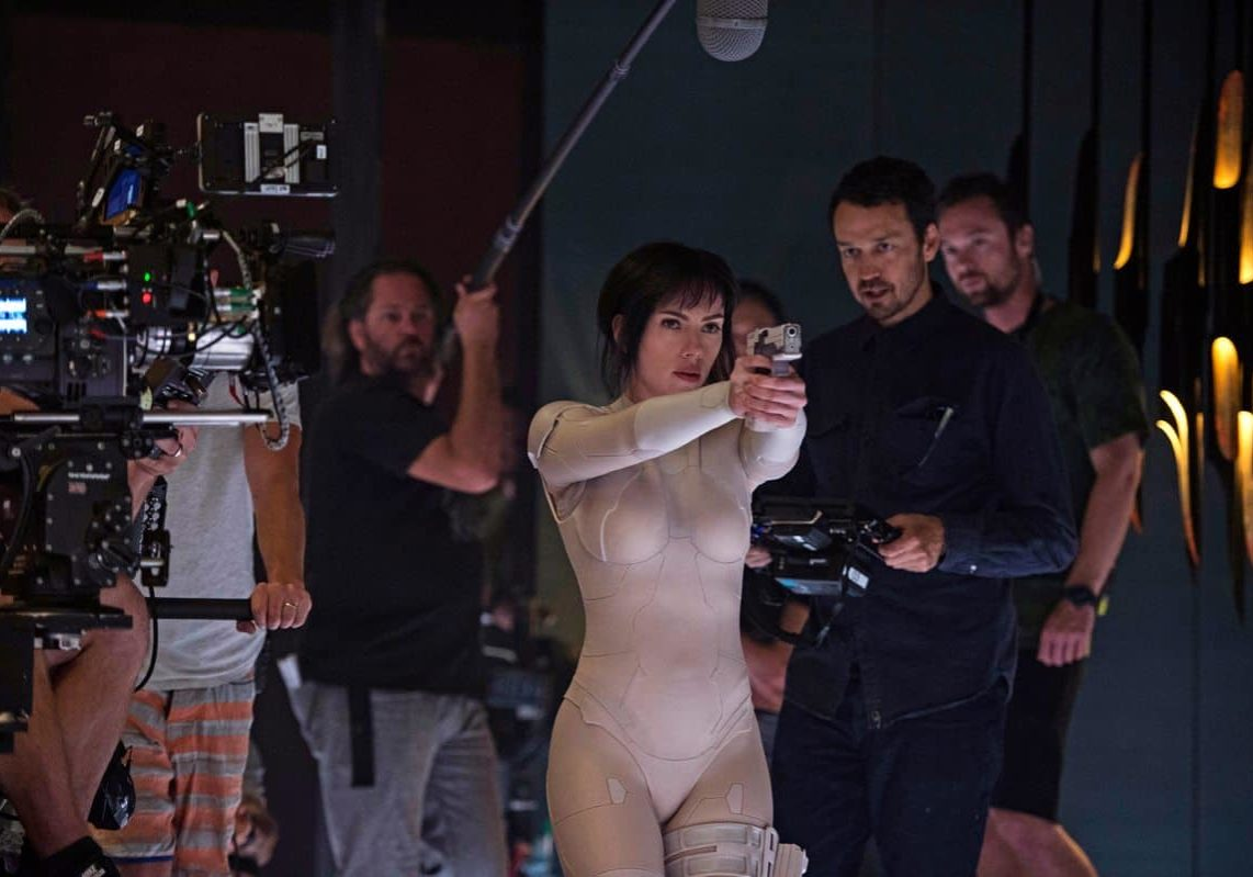 Director Rupert Sanders and Scarlett Johansson on the set of <em>Ghost in the Shell</em>